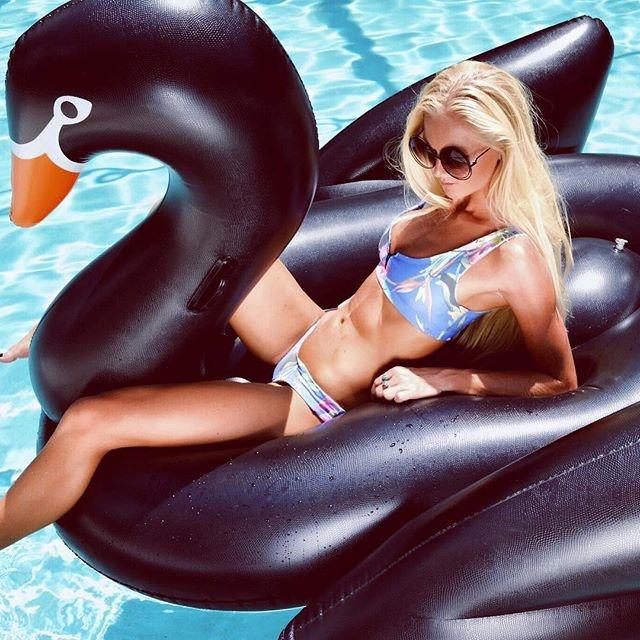 Bouée gonflable Cygne Noir, fun, trendy, spécial pool party, bouée pour la piscine et la plage, matériel en PVC environnemental, taille XL, pour une personne, couleur Noir, le meilleur des bouées pour l'été!