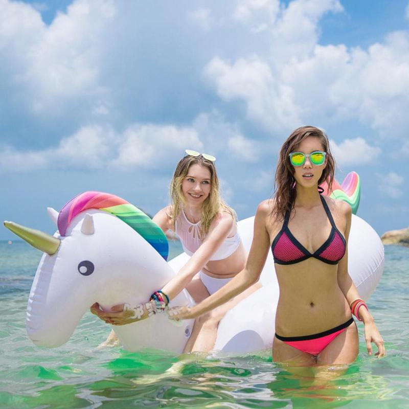 Matelas Bouée gonflable Licorne, fun, trendy, spécial pool party, bouée pour la piscine et la plage, matériel en PVC environnement, pour une ou deux personnes, couleur Multicolore, le meilleur des bouées pour l'été!